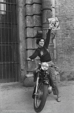 Ando Gilardi, Giornali, Genova, 1952 © Ando Gilardi/Fototeca Gilardi