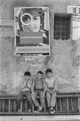 Ando Gilardi, Bambini nell'Italia del dopoguerra, Palermo, 1957 © Ando Gilardi/Fototeca Gilardi