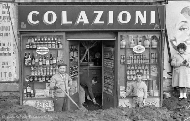 Ando Gilardi, Serie ALLUVIONE, Salerno, 1954 © Ando Gilardi/Fototeca Gilardi