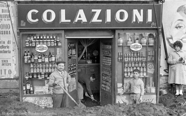Ando Gilardi, dalla serie ALLUVIONE, Salerno 1954 © Ando Gilardi/Fototeca Gilardi