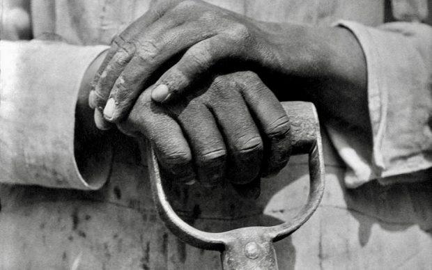 Tina Modotti, Le mani di un lavoratore dell'edilizia, Messico, 1926