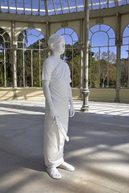 Charles Ray, Juego escolar, 2014, exhibition view al Palacio de Cristal, Madrid, 2019. Photo by Joaquin Cortés/Román Lores, archivio fotografico del Museo Reina Sofia