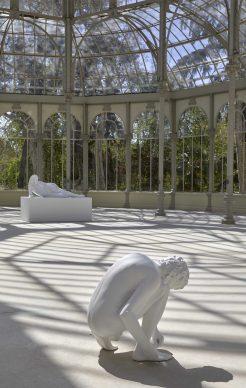 Charles Ray, Aterse los zapatos 2012, exhibition view al Palacio de Cristal, Madrid, 2019. Photo by Joaquin Cortés/Román Lores, archivio fotografico del Museo Reina Sofia
