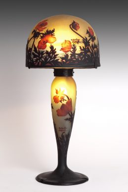 Muller Frères, Lampe aux coquelicots, 1900 ca. Vetro, 67x29,5 (diametro) cm, Gretha Arwas Collection, Londra (UK) © Arwas Archives