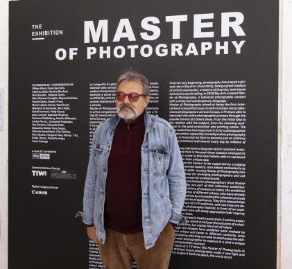 Oliviero Toscani all'ingresso della mostra Master of Photography, parte di Fotografia Europea, a Reggio Emilia