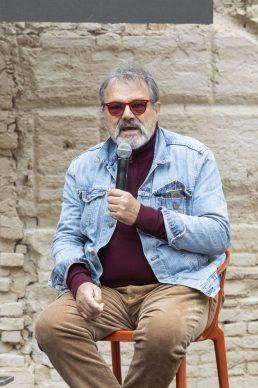 """Oliviero Toscani all'incontro """"Il fotografo è un autista. E Master of Photography è un Gran Premio"""", parte del programma di Fotografia Europea, che si è tenuto a Reggio Emilia sabato 13 aprile"""