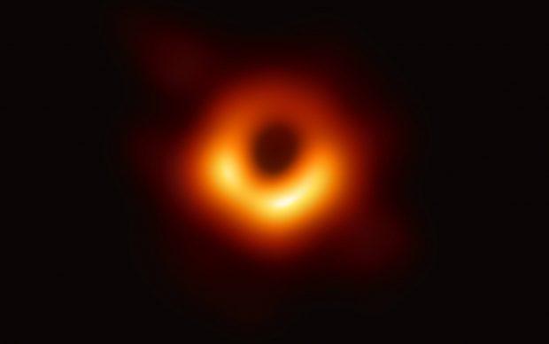 Event Horizon Telescope prima fotografia di un buco nero ombra orizzonte degli eventi