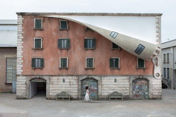 Alex Chinneck per IQOS, IQOS World revealed by Alex  Chinnec, Spazio 400 Tortona District, Milano Design Week 2019