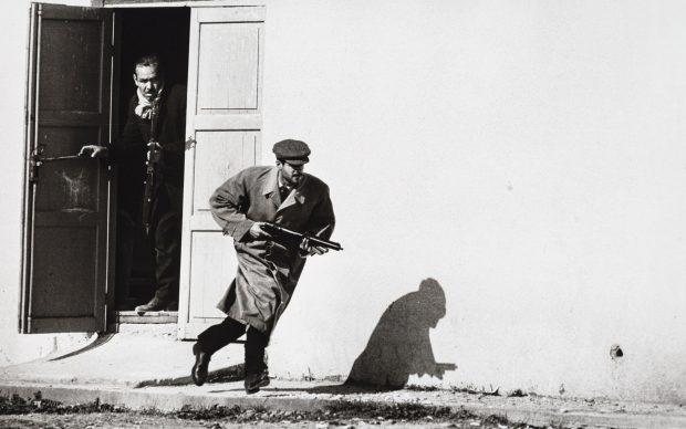 Limassol, Cipro, 1964 ©️ Don McCullin