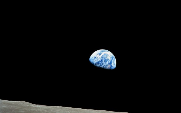 William Anders First Earthrise seen by human eyes, Apollo 8, 24 December 1968 Vintage chromogenic print on fiberbased Kodak paper, 20.3 x 25.4 cm Collection Victor Martin-Malburet, photo: NASA/Collection Victor Martin- Malburet, © William Anders