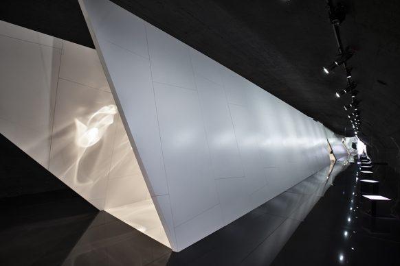 Benjamin Hubert of LAYER per Cosentino, Raytrace, Ventura Centrale, Milano Design Week 2019. Image Credit - David Zanardi