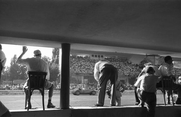 Federico Patellani, Monza, 1951. XXII Gran Premio d'Italia all'autodromo © Studio Federico Patellani Regione Lombardia / Museo di Fotografia Contemporanea, Milano-Cinisello Balsamo