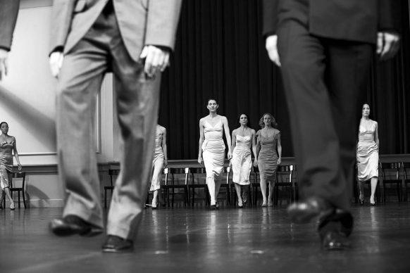 Kontakthof, messa in scena e coreografia di Pina Bausch, scenografia e costumi di Rolf Borzik,  Opernhaus, Wuppertal 2011 © Lelli e Masotti / Lelli e Masotti Archivio