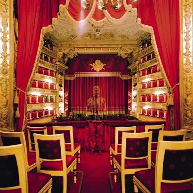 Liu Bolin, Teatro alla Scala n°2, Milano, 2010. Courtesy: Boxart, Verona