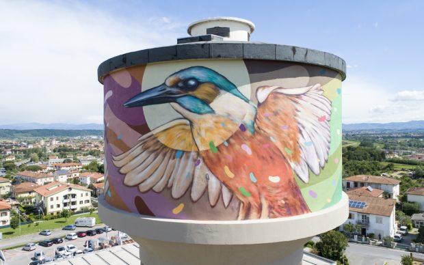 Refreshink, murale su torre dell'acqua (dettaglio), Montopoli (Pisa), Rainbow 2019. Ph. Claudio Bellosta Studio