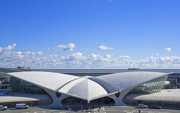 Eero Saarinen, TWA Flight Center, photo by Swizz152 via Wikipedia, 2015