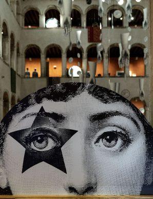 Installazione La regola del sogno - T Fondaco dei Tedeschi, Venezia. Ph Credits Matteo De Fina