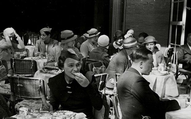 In a street cafe. Photo by Evgeny Henkin. Berlin, Germany, c. pre-1936. © Henkin Brothers Archive Association (HBAA)