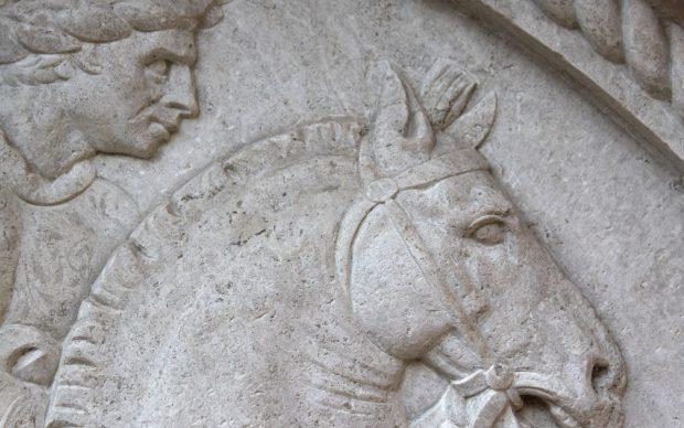 Jacopo-della-Quercia_Ritratto-equestre-di Niccolò-Ludovisi-alla-Rocchetta-Mattei_dettaglio