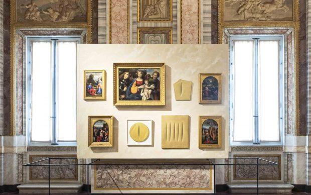 Mostra LUCIO FONTANA. TERRA E ORO Galleria Borghese Veduta dell'installazione, 2019 Ph. Niccolò Ara © Fondazione Lucio Fontana by SIAE 2019