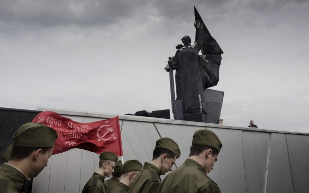 UKRAINE. Donetsk. May 9, 2014. Commemoration of the Soviets Victory Day at the War Memorial Monument to Donbass Liberators from the Fascist German occupation during the second World War. © Jerome Sessini