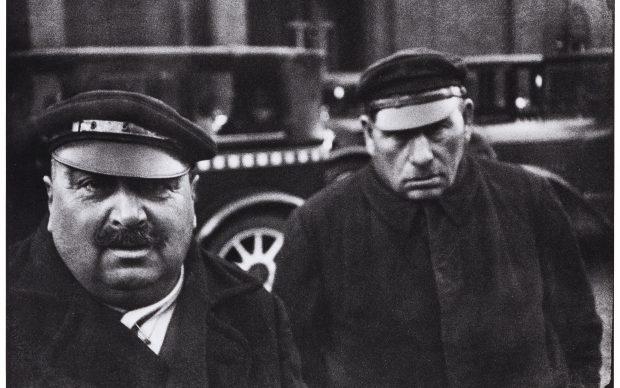 Heri Cartier-Bresson, Taxi drivers, Berlin, Germany, 1931 © Fondation Henri Cartier-Bresson / Magnum Photos