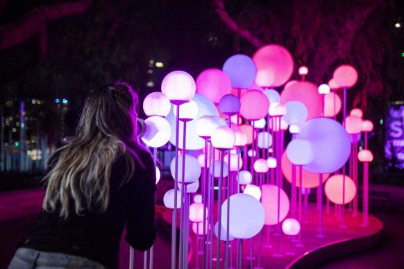Vivid Sydney 2019, The Rocks, Bubble Magician, photo by Ken Leanfore - photo credits: Destination NSW.