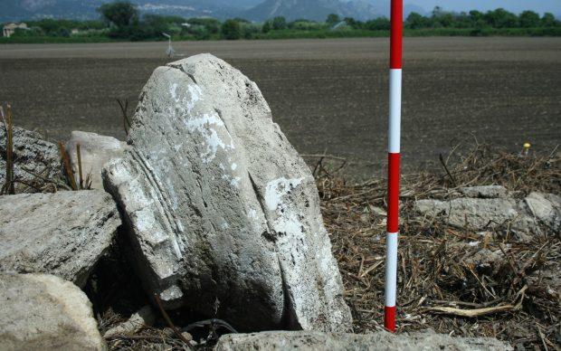 scoperta tempietto dorico capitello paestum cinta muraria