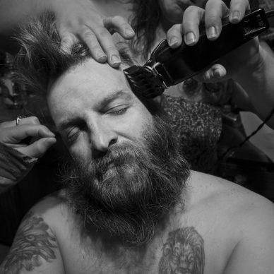 Larry Fink, Denny's Haircut March 2015 © Larry Fink
