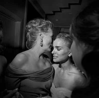 Larry Fink, Meryl Streep and Natalie Portman at the Oscar Party, Los Angeles, California February 2009 © Larry Fink