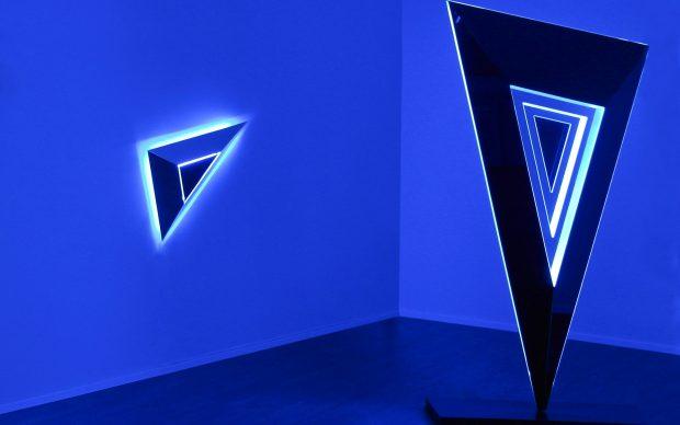 "2. 2013_Nanda Vigo ""Lights Forever"", Deep Space (cm 210 x 103,5 x 33, 5), installstion view, Galleria Allegra Ravizza, Lugano, foto Emilio Tremolada"