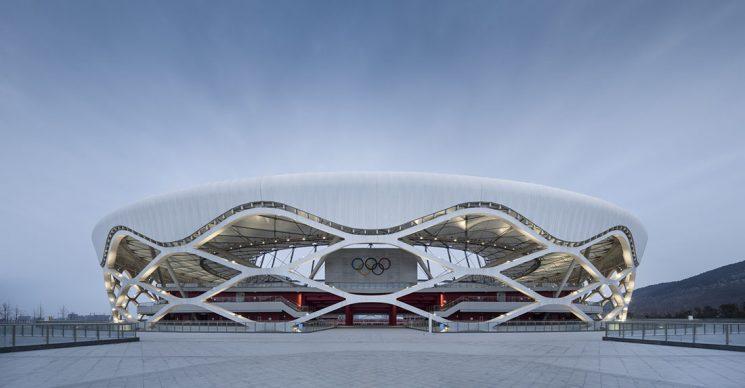 Zaozhuang Stadium by Shanghai United Design Group Co.,Ltd. Photo credit: © Shanghai United Design Group Co.,Ltd