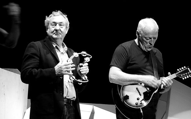 Nick Mason e David Gilmour al Roger Waters The Wall Live show, Londra, maggio 2011, photo by anyonlinyr, fonte Flickr Date 12 May 2011, 21:43