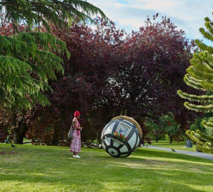 Lars Fisk, Tudor Ball, 2019, Marlborough, Frieze Sculpture 2019. Photo by Stephen White. Courtesy of Stephen White/Frieze.