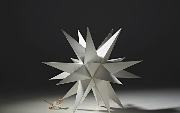 Andrea Salvatori, Stars III, 2011 , terraglia forte e porcellana, cm 70x100x85 Courtesy: Andrea Salvatori
