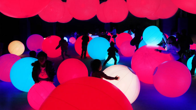 Light Ball Orchestra. Credit to teamLab
