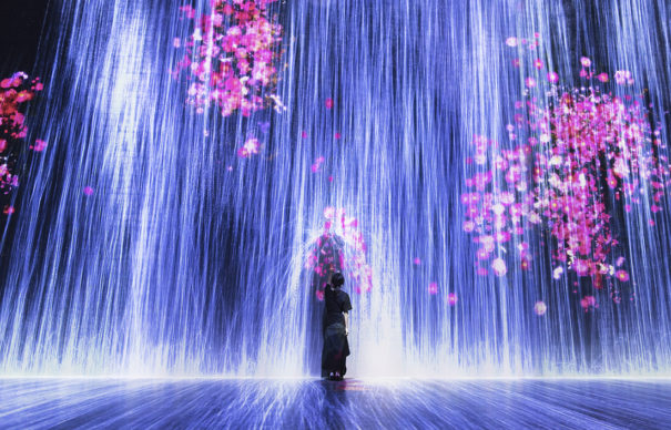 Universe of Water Particles Transcending Boundaries. Credit to teamLab