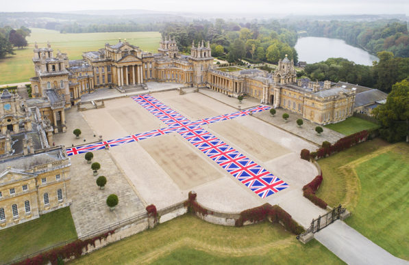 Victory is Not an Option, 2019. Maurizio Cattelan al Blenheim Palace, 2019, installation view. Photo by Tom Lindboe, courtesy of Blenheim Art Foundation