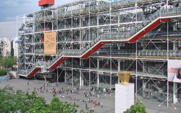 l'edificio progettato da Renzo Piano e Richard Rogers, a Parigi; via Artribune