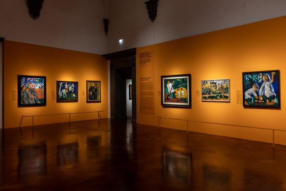 """Vista dell'allestimento della mostra """"Natalia Goncharova. Una donna e le avanguardie, tra Gauguin, Matisse e Picasso"""", Palazzo Strozzi, Firenze. Foto di Alessandro Moggi"""