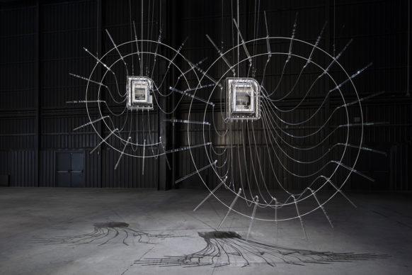 Cerith Wyn Evans, Composition for 37 Flutes (in two parts), 2018. Veduta dell'installazione, Pirelli HangarBicocca, Milano, 2019. Courtesy dell'artista; White Cube e Pirelli HangarBicocca. Foto: Agostino Osio