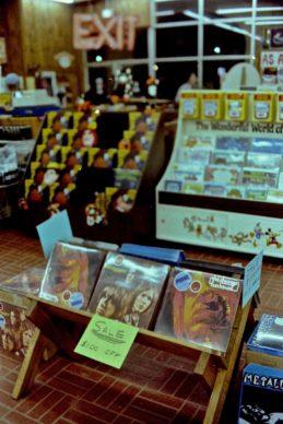 Sale, USA, 1978 © Esther Friedman 2019