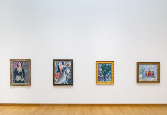 "Vista dell'allestimento della mostra ""Chagall, Picasso, Mondrian and others: Migrant Artists in Paris"", Stedelijk Museum Amsterdam 2019. Photo Peter Tijhuis"