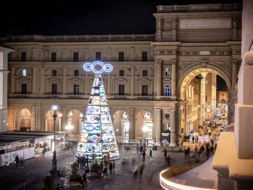 Firenze, Piazza della Repubblica: l'albero di Natale di Michelangelo-Pistoletto per F-Light - Firenze Light Festival 2019. Photo © Nicola Neri