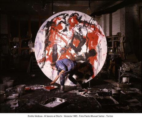Emilio Vedova - Al lavoro ai Dischi, Venezia 1985 © Foto Paolo Mussat Sartor Torino, courtesy of Fondazione Emilio e Annabianca Vedova