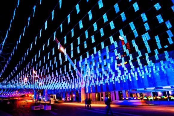 Luminothérapie, Montréal, Canada - Nuage de givre, by Erick Villeneuve and Jean Beaudoin, Multimédia Novalux.  Photo credit Martine Doyon