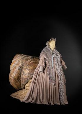 Il costume della Lumaca. Costumista: Massimo Cantini Parrini, 2019. Sartoria Tirelli. Interprete: Maria Pia Timo. Foto Leonardo Salvini