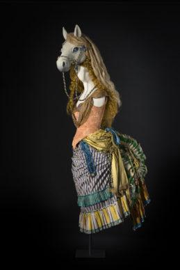 Il costume della Donna cavallo. Costumista: Massimo Cantini Parrini, 2019. Proprietà Silvia Guidoni. Interprete: Brigida Pappalardi. Foto Leonardo Salvini