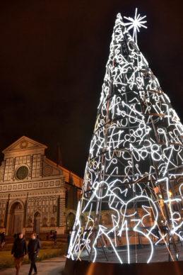 """Firenze, Piazza della Repubblica: l'albero di Mimmo Paladino """"Una tombola per Firenze"""" per F-Light - Firenze Light Festival 2019. Photo Andrea Paoletti"""
