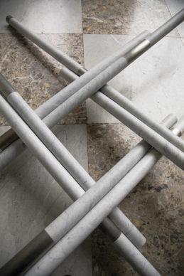 Hidetoshi Nagasawa, Matteo Ricci, 2010. Acciaio e marmo, 50x360x360 cm. Foto di Alessandra Cardone e Luciano Basagni © Polo museale della Campania